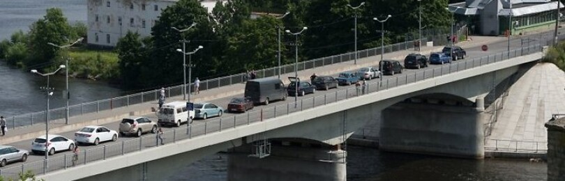 На пункте пропуска Нарва-Ивангород растёт затор из автомобилей