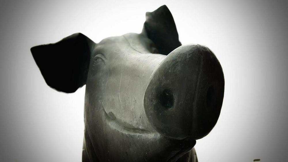 Скульптура «Бронзовая свинья», Тарту