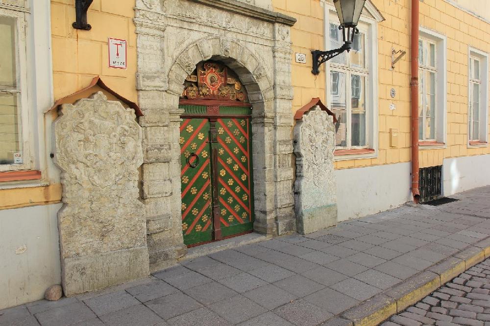 Входная дверь Дома Братства Черноголовых