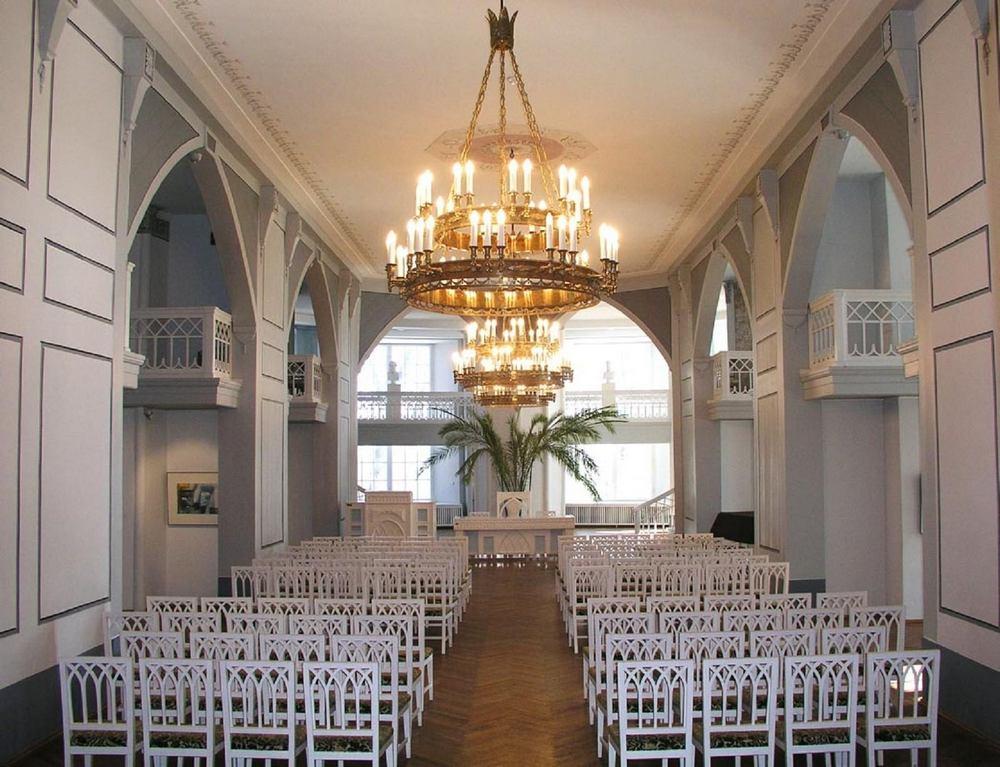 Белый зал музея Тартуского университета в Домском соборе