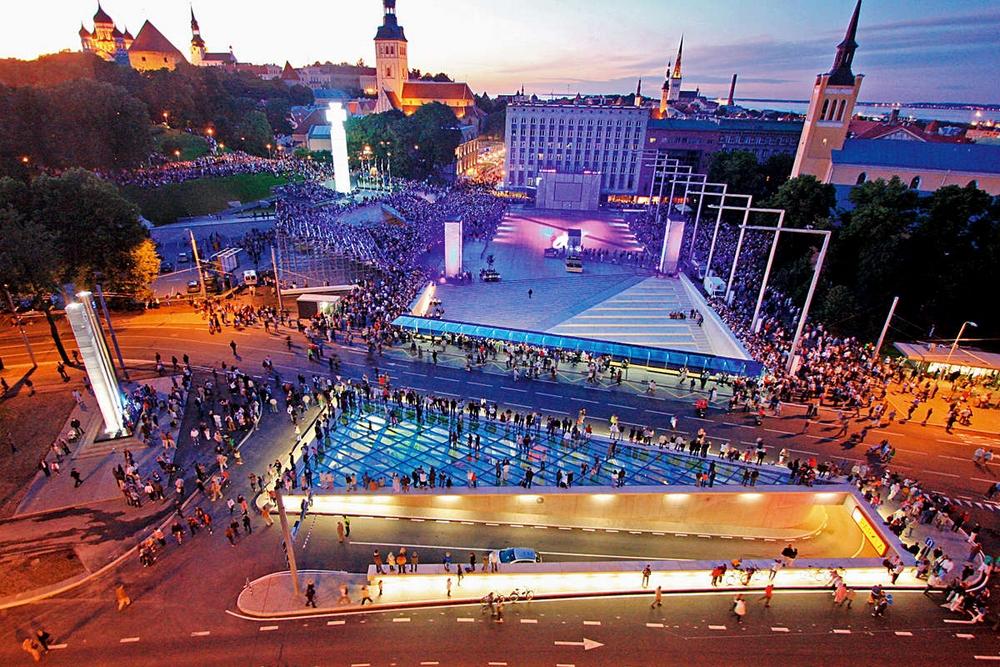 Праздник на площади Победы в Таллине