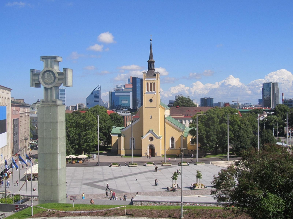 Площадь Свободы и Монумент победы в Освободительной войне в Таллине