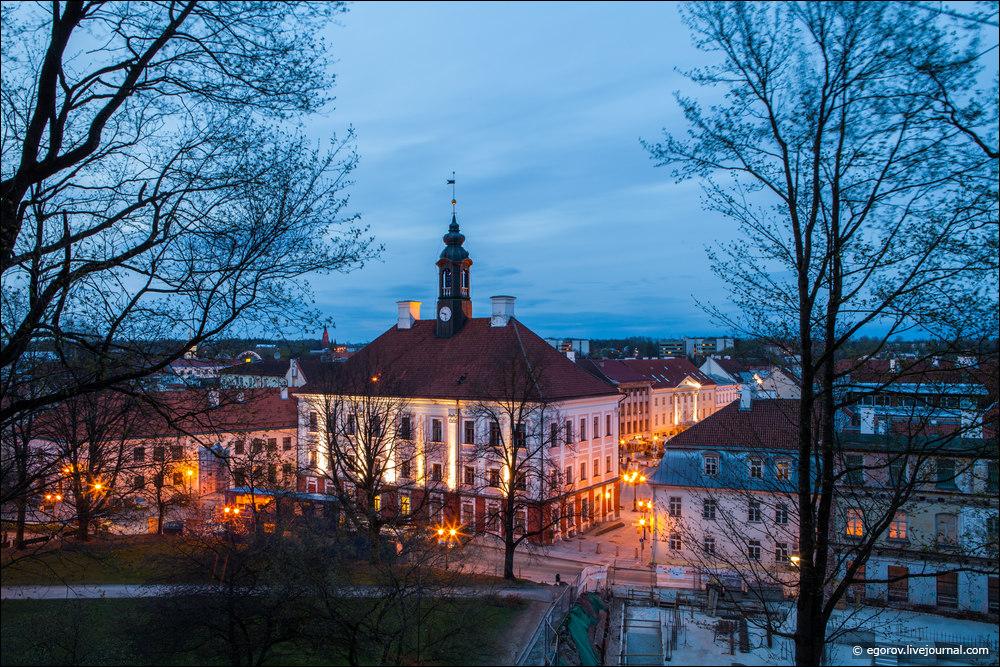 Ратуша и площадь в Тарту