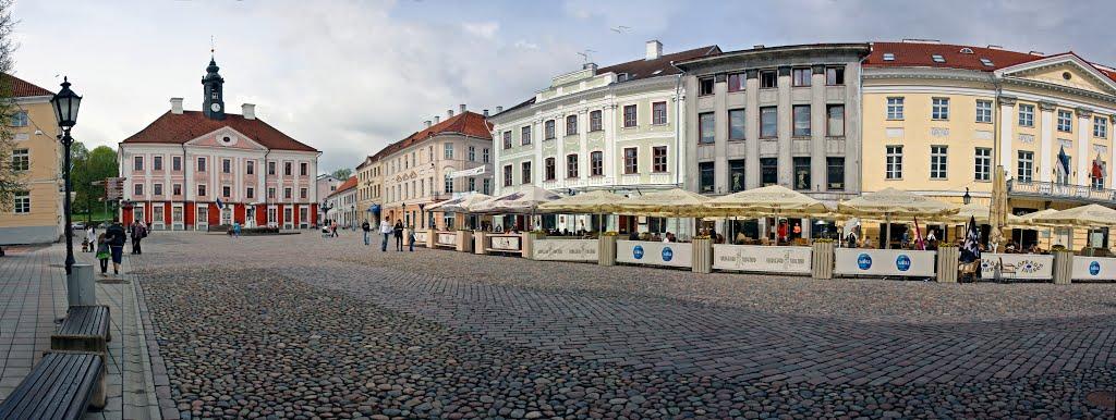 Панорамный вид на Ратушную площадь в Тарту