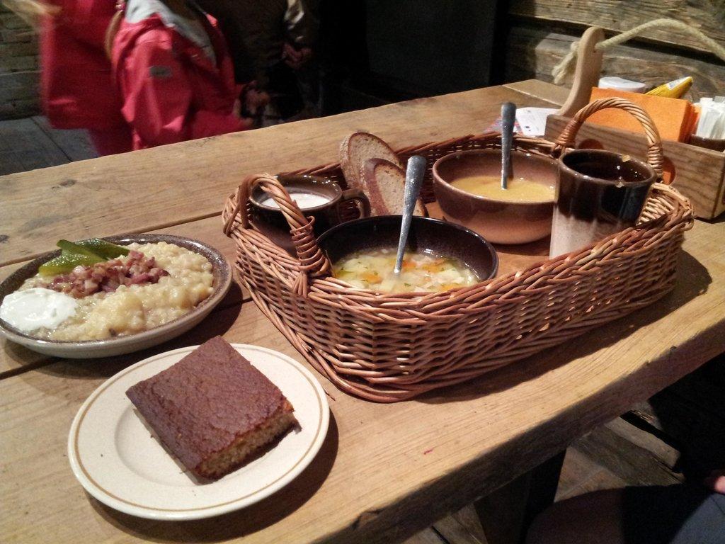 Обед в корчме Колу на территории музея под открытым небом