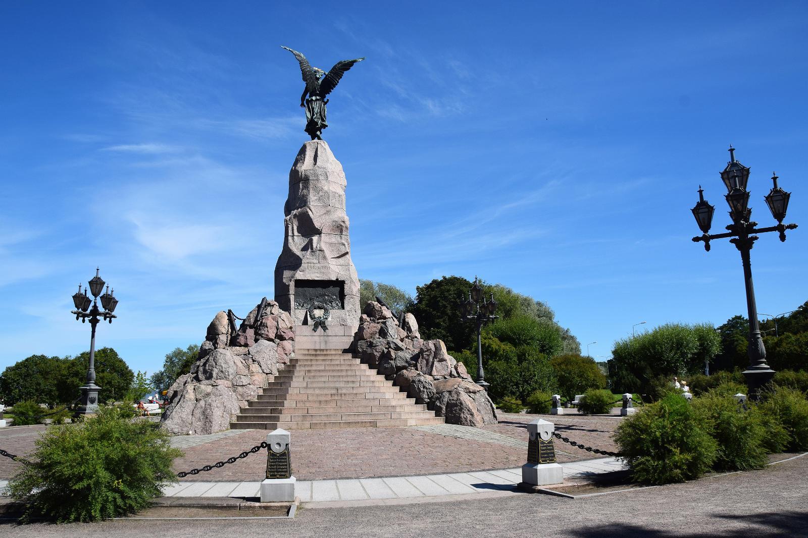 Памятник броненосцу Русалка в Таллине