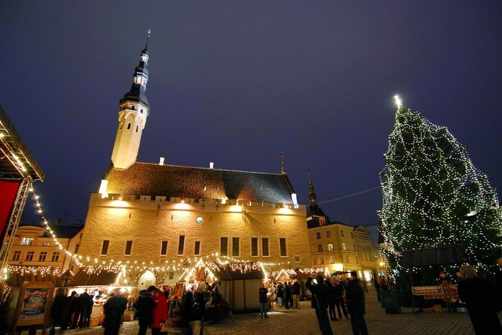 Таллинская Ратуша в новогодние праздники