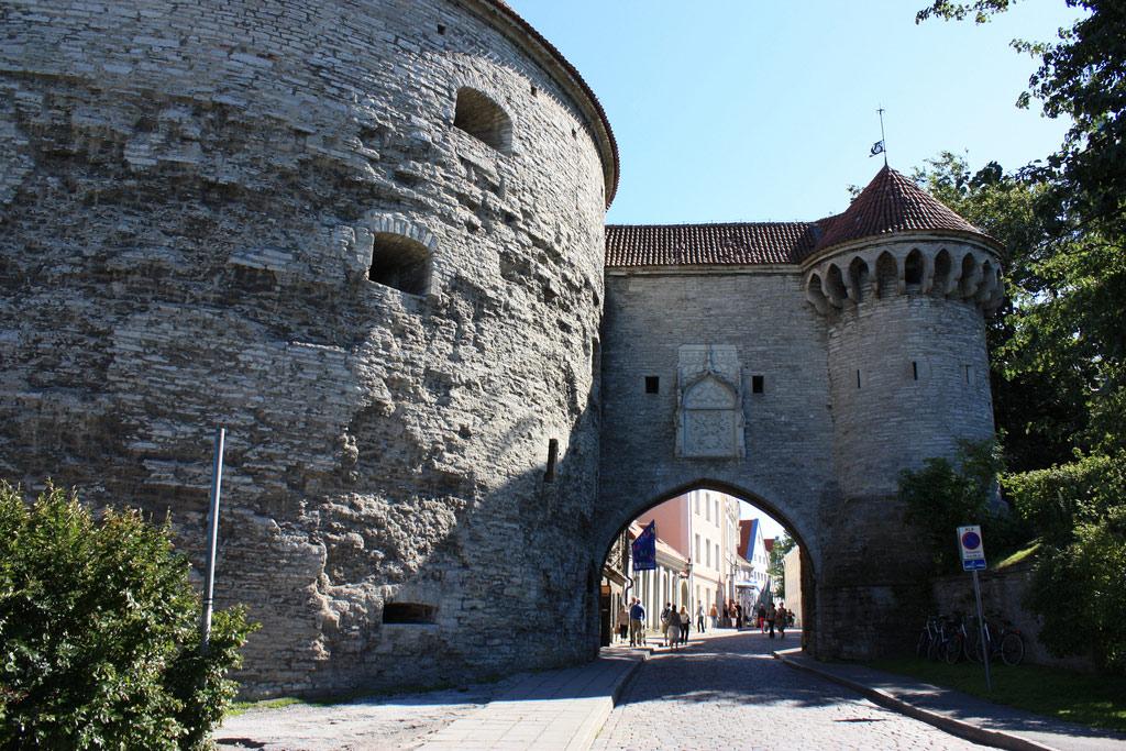 Большие Морские ворота и башня Толстая Маргарита