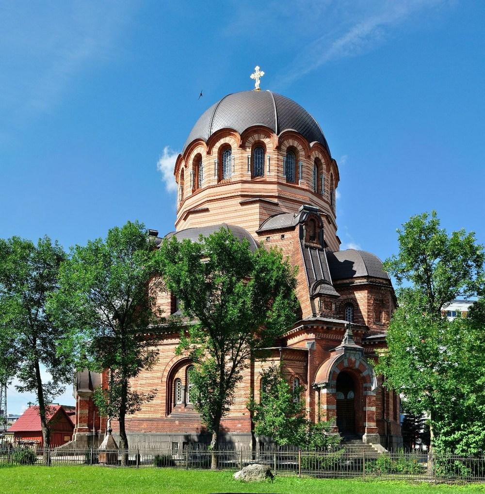 Храм Эстонской православной церкви Московского Патриархата в городе Нарва, Эстония.