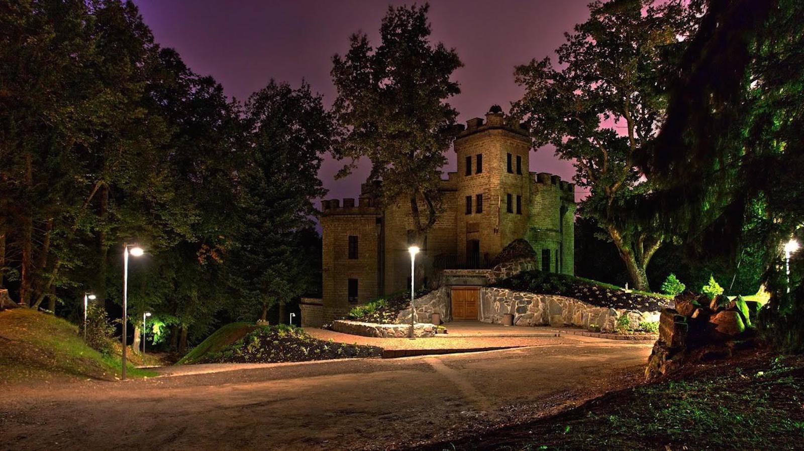 Замок Глена ночью