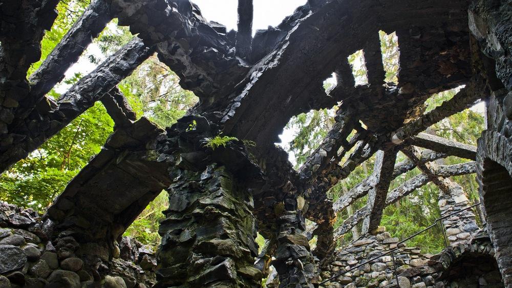 Пальмовый домик в парке замке Глена