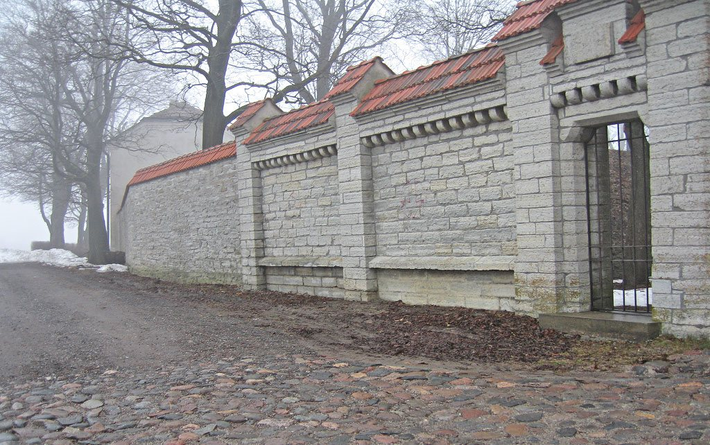 Забор замка Маарьямаги в Таллине