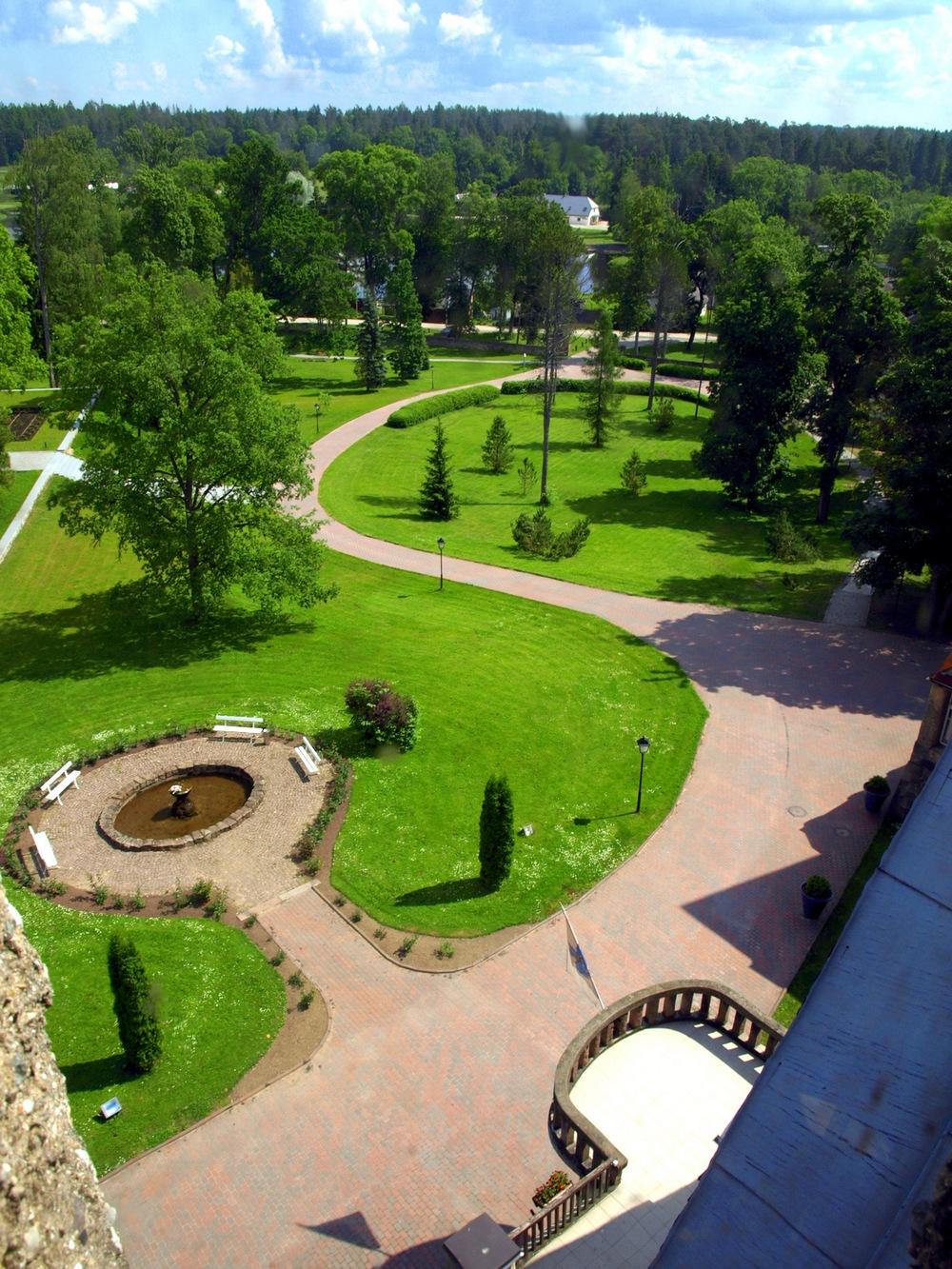 Парк возле замка Таагепера, Эстония