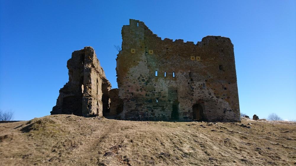 Тоолсе: замок в Эстонии