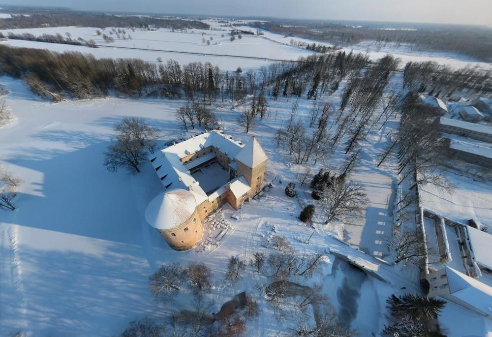 Замок в Колувере до последней реставрации, зима