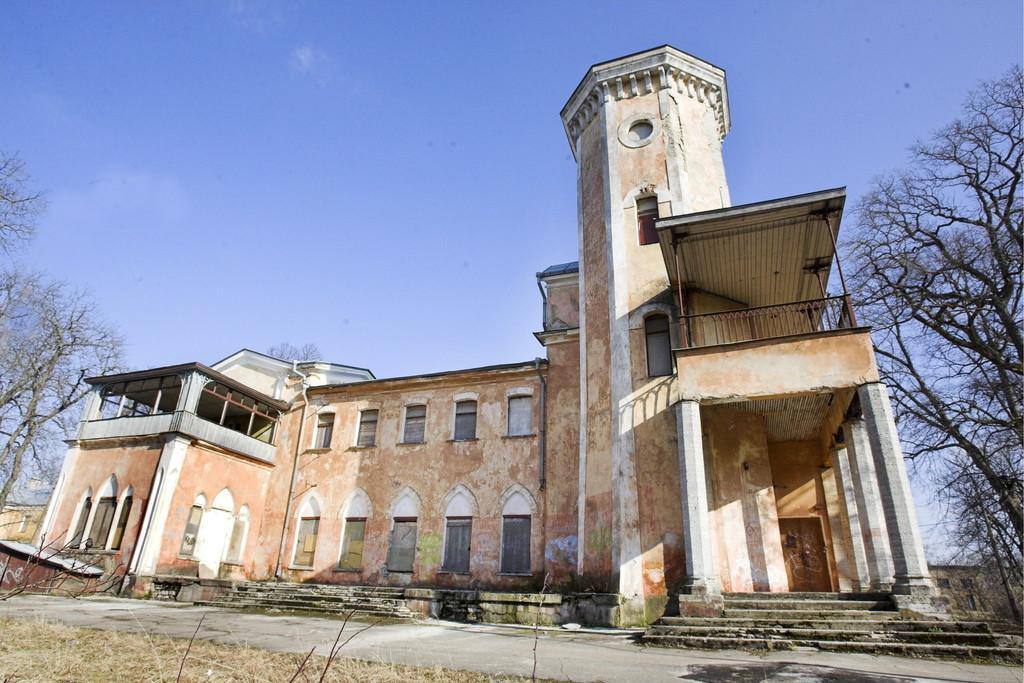 Замок Фалль до реконструкции, 2013 год