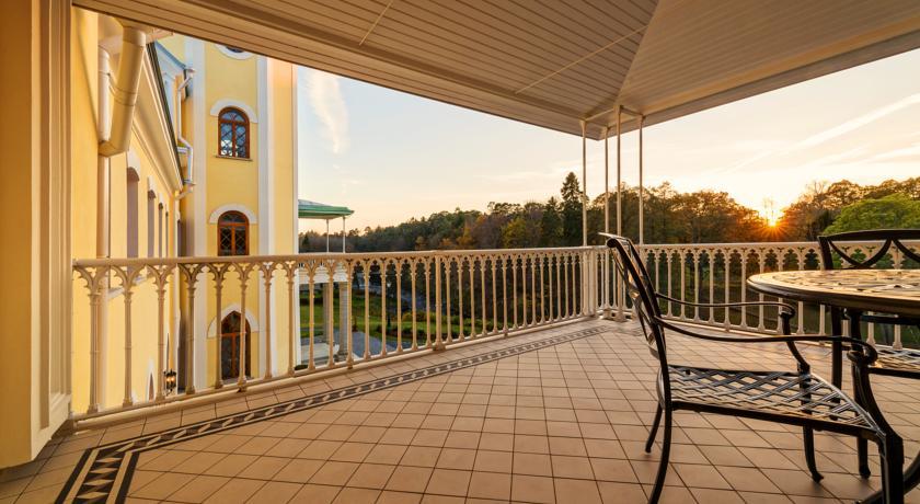 Балкон номера в отеле Фалль
