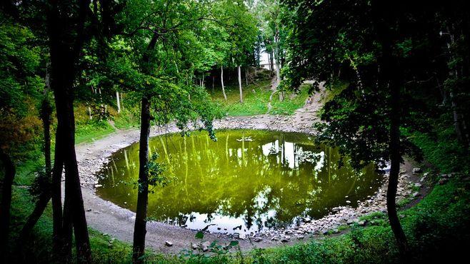 Метеоритное озеро Каали