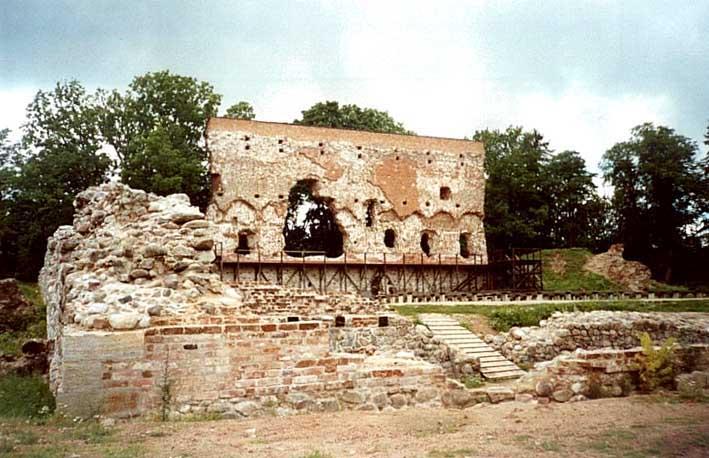 Развалины рыцарского замка Феллин