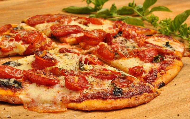 Где поесть в Таллине вкусно и недорого: PEETRI PIZZA