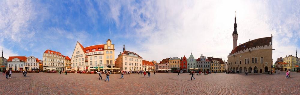 Панорама Ратушной площади в Таллине