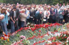 Благодарные потомки пришли почтить память погибших в годы ВОВ советских солдат