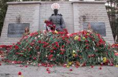 Бронзовый солдат в Таллине на 9 мая