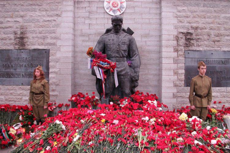 Бронзовый солдат в Таллине