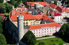 Замок Тоомпеа и башня Длинный Герман