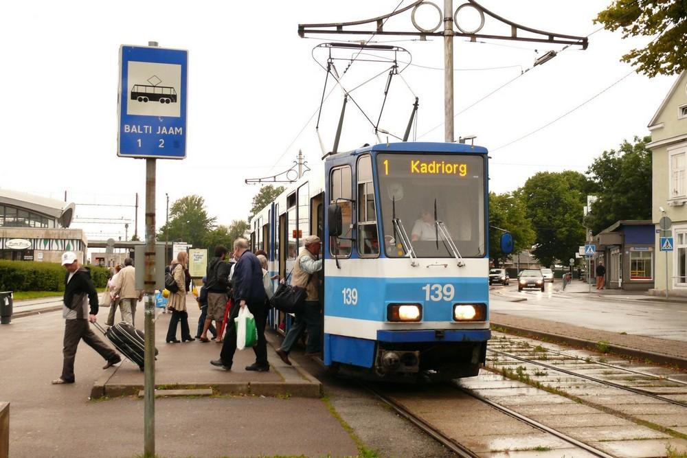 Остановка трамвая возле Балтийского вокзала, Таллин