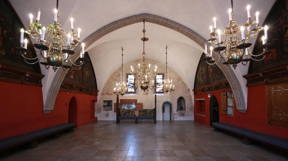 Таллинская Ратуша: зал магистра