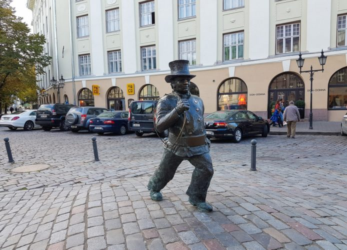Памятник Трубочисту в Таллине