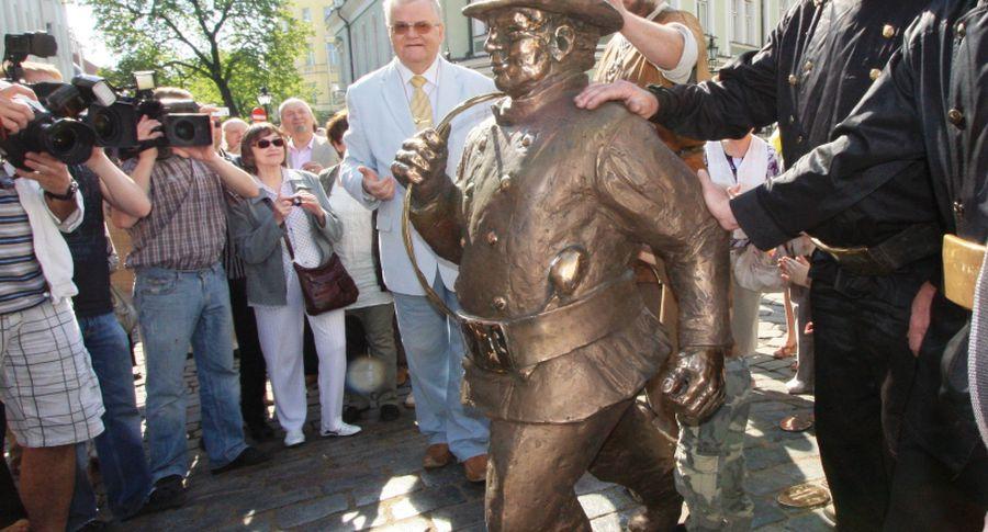 Торжественное открытие памятника Трубочисту в Таллине
