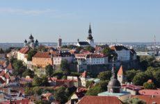Вид на Верхний город Таллина со смотровой площадки