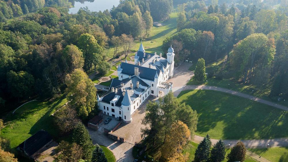 Замок Алатскиви в Эстонии сегодня