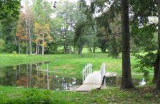 Парк возле замка Алатскиви в Эстонии