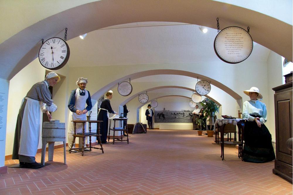 Выставка восковых фигур в замке Алатскиви, Эстония