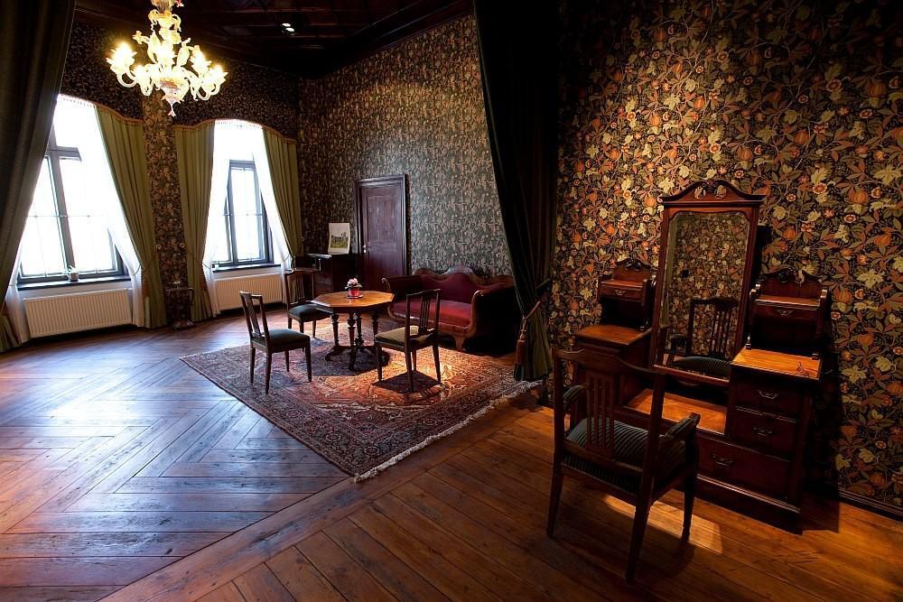 Внутренние экспозиции замка Алатскиви в Эстонии