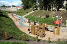 Замок Хаапсалу, детская площадка возле замка