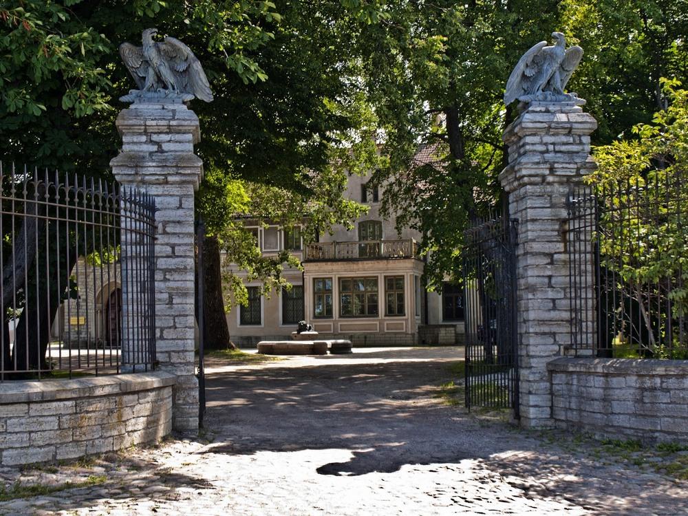 Ворота замка графа Орлова-Давыдова в Таллине
