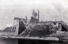 Разрушенный Нарвский замок, 1944 год
