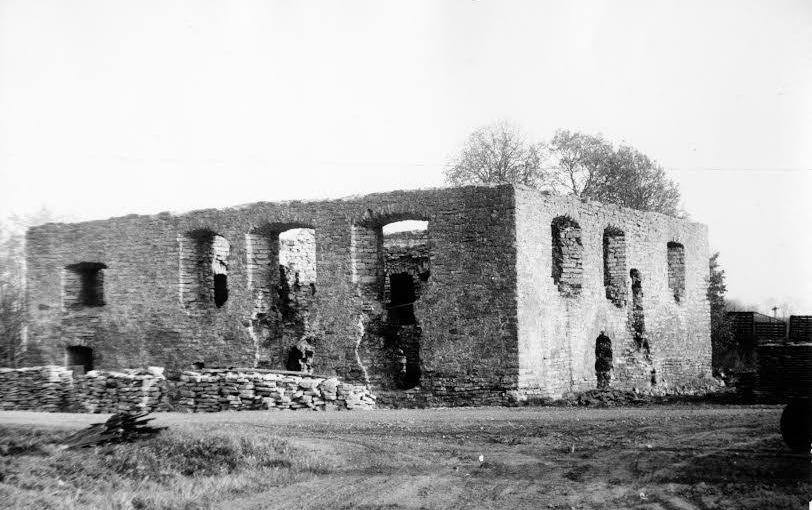 Крепость Пуртсе до реставрации, 1987 год, Эстония