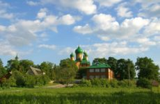 Вид на Пюхтицкий монастырь в Эстонии