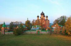 Вид на монастырь в Куремяэ
