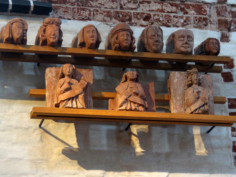 Скульптуры из красной глины, 14 век