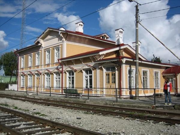 Главное здание железнодорожного вокзала в Палдиски