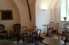 Кафе в замке Лоде в Колувере